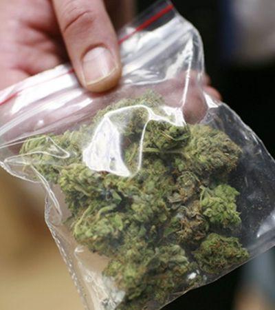 Bizarro: Prefeitura de SP quer multa de R$ 500 para quem fumar maconha na rua