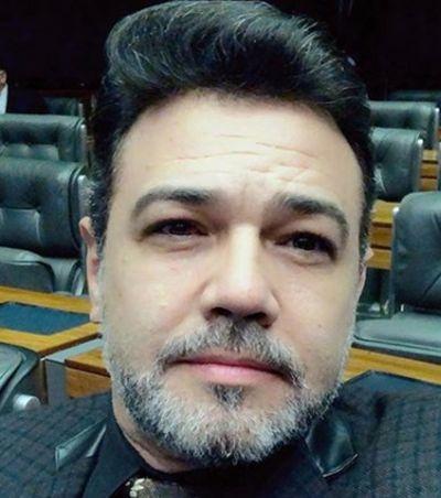 Feliciano questiona viagem humanitária de Bruna Marquezine e toma invertida