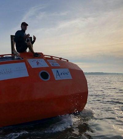 Francês tenta cruzar o Atlântico num barril e chega até metade do caminho