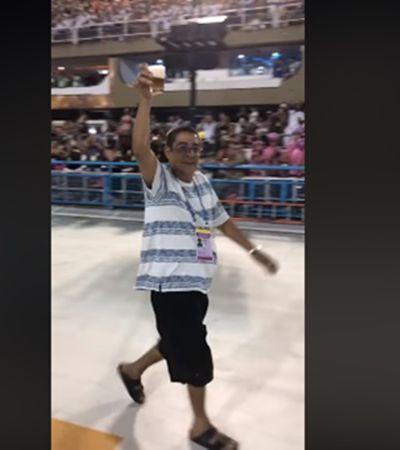 O brinde de Zeca Pagodinho na Sapucaí antes do Desfile das Campeãs enlouqueceu a multidão