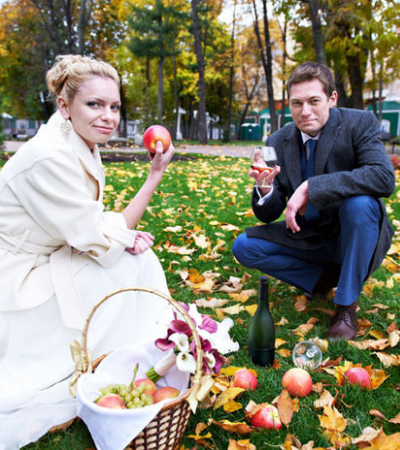 Ao invés de servir comida vegana eles baniram convidados carnívoros de seu casamento