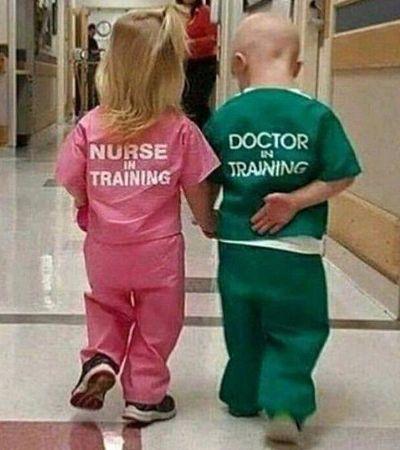 Desde quando o feminino de médico é enfermeira?