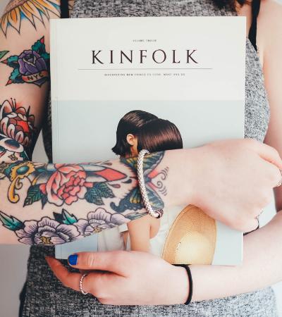 O profissional do futuro é tatuado, afirma Gloria Kalil