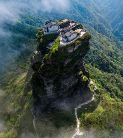Monte Fanjing: a montanha sagrada dos templos que mais parece saída de um sonho