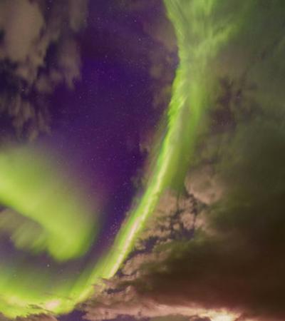 NASA divulga imagens de aurora boreal com alerta de risco para vida na Terra
