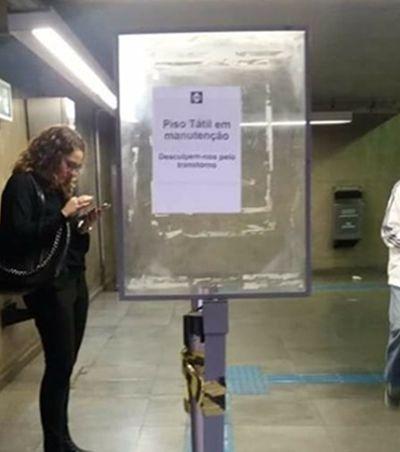 Piso para cegos em reforma tem aviso para ser LIDO no metrô de São Paulo