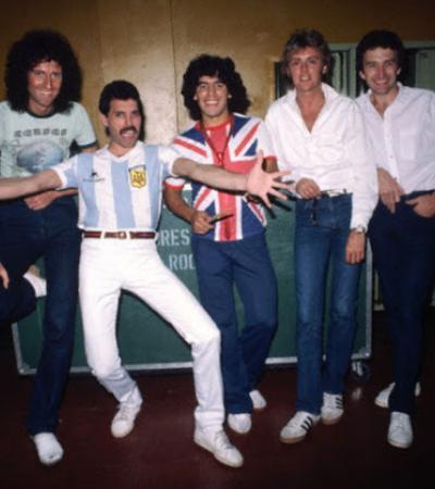 Registros raros mostram Queen e Maradona no backstage durante 'The Game Tour'