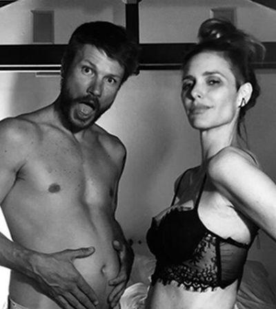 Grávidos, Rodrigo Hilbert e Fernanda Lima anunciam com a melhor foto