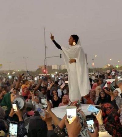 Recuperando tradição de antigas rainhas, sudanesas lideram revolução no país