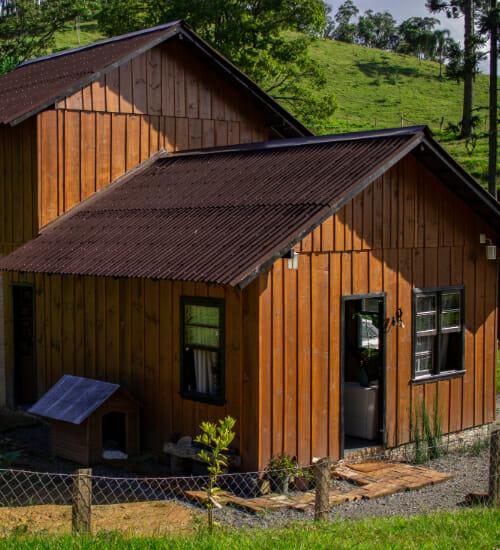 Um amor e uma cabana: casal constrói a própria casa na zona rural de Santa Catarina