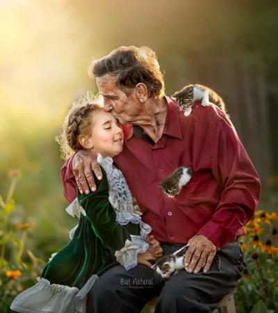Ela fotografa avós com seus netos pois ninguém fez isso por ela na infância