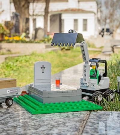 Lego cria especial com funerária para ajudar crianças a entenderem a morte