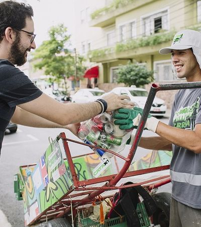 App brasileiro que conecta catadores a quem quer reciclar concorre a prêmio global; ajude