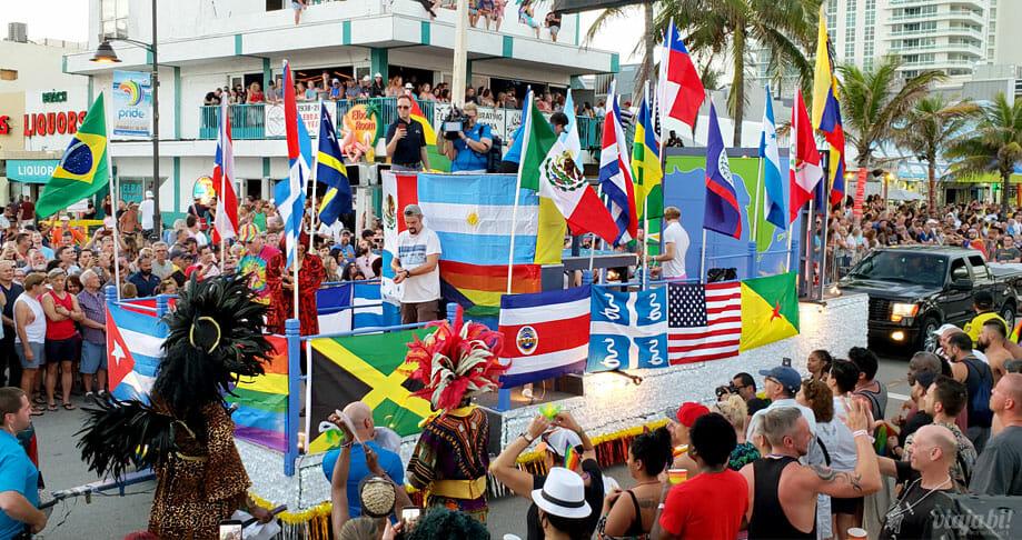 Carro da Pride of the Americas na Parada LGBT+ de Fort Lauderdale - Foto: Rafael Leick / Viaja Bi!