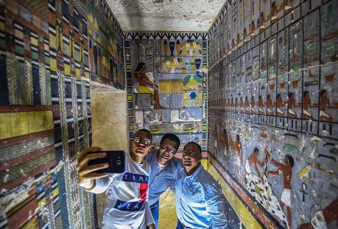 túmulo egipcio recém pintado 1