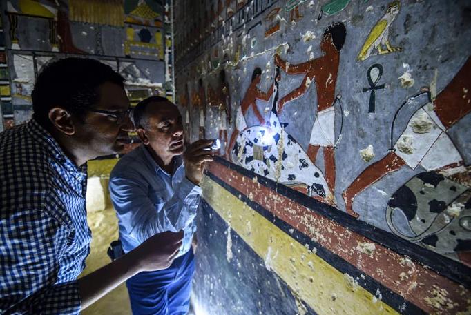 túmulo egipcio recém pintado 2