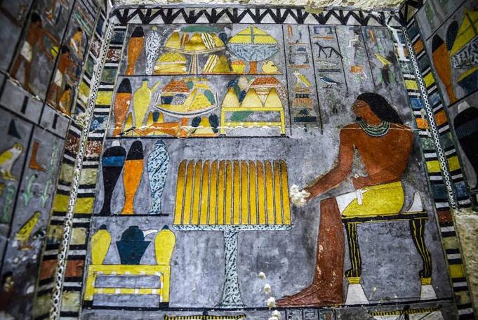 túmulo egipcio recém pintado 3