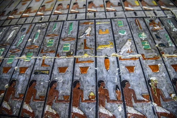 túmulo egipcio recém pintado 4