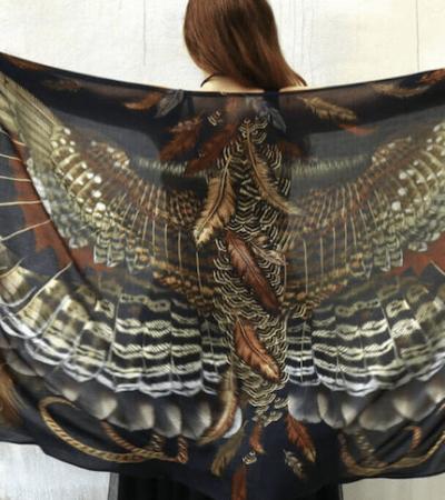 Os maravilhosos xales que te dão asas enquanto aquecem e confortam
