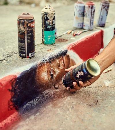 Graffitis denunciam que calçadas sem rampas são muros para quem é cadeirante