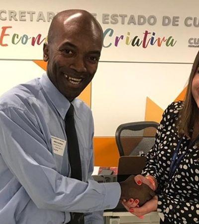Cobrador poliglota vira assessor de relações internacionais do Rio de janeiro