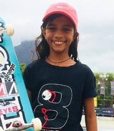 Brasileira de 11 anos leva bronze na Liga Mundial de Skate competindo com adultos