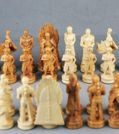 Xadrez de madeira inspirado em 'Game Of Thrones' é um xeque-mate nos fãs da série