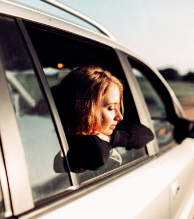 Sentar no banco traseiro do carro é mais perigoso em casos de acidentes