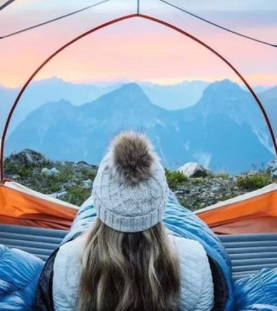 Barracas de camping transparentes para quem quer imersão total na natureza