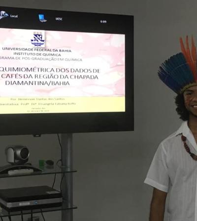 Cocar na ciência: Índio pataxó é o primeiro mestre em química da UFBA