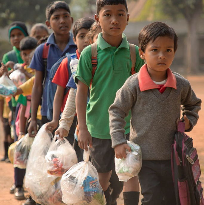 escola índia plástico 1