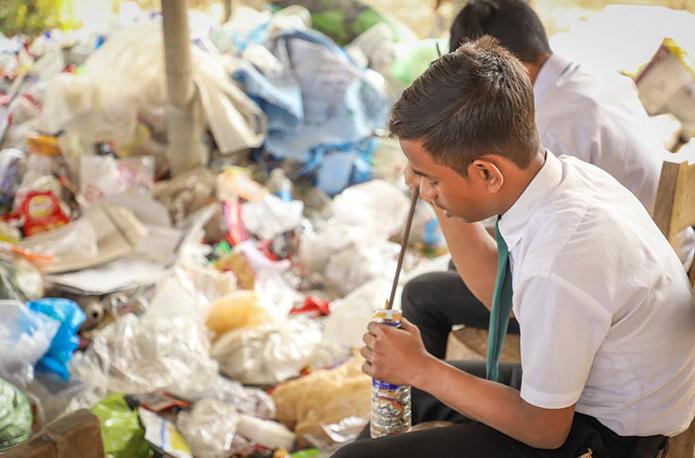 escola índia plástico 2