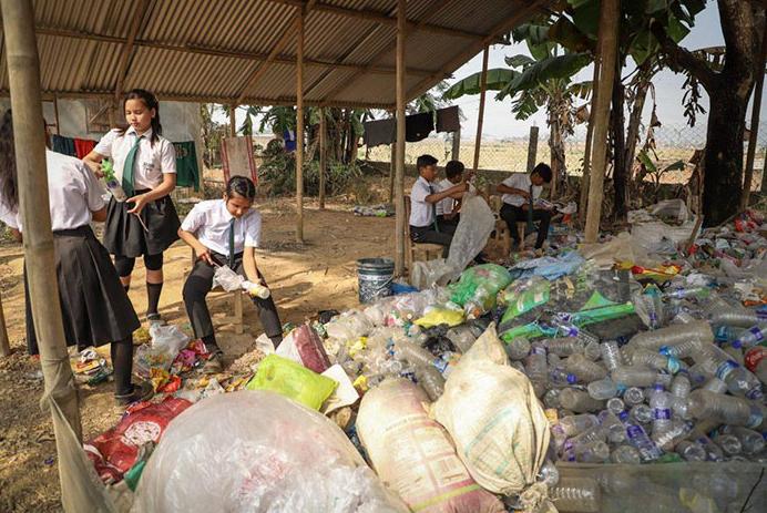 escola índia plástico 3