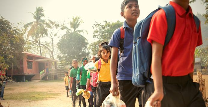 escola índia plástico 4
