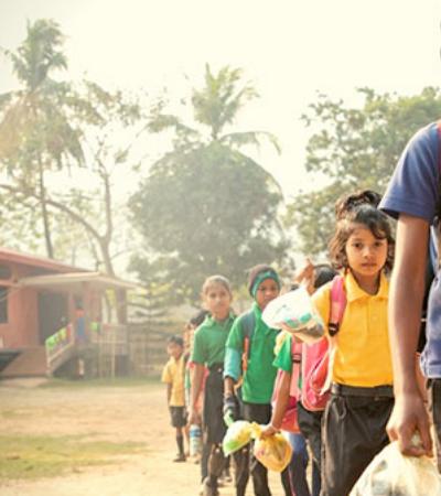 Na Índia, escola cobra mensalidade dos estudantes em plástico ao invés de dinheiro