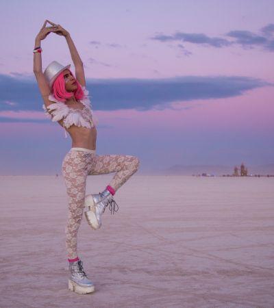 Estilista conta suas brisas psicodélicas e inspirações de moda dentro e fora do Burning Man