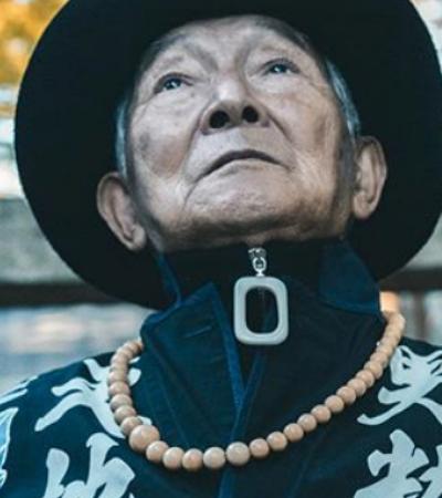 Professor de 84 anos faz sucesso no Instagram com looks arrasadores