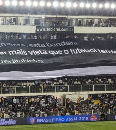Bandeirão maravilhoso sobre o futebol feminino surge em Santos x Corinthians