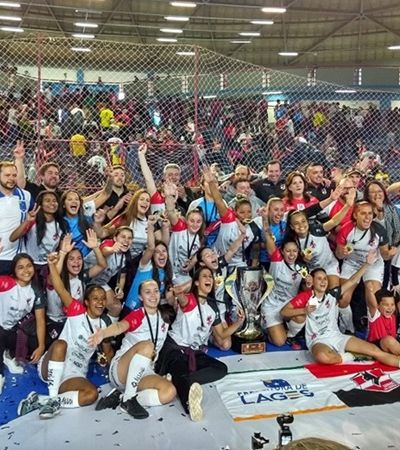 Time brasileiro fatura 1º título mundial de clubes no futsal feminino e faz história