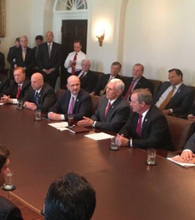 Trump e mais 25 homens se reúnem para decidir programas para mães e gravidez
