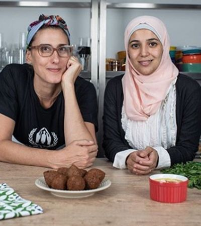 Refugiados ensinam receitas com Paola Carosella em nova série