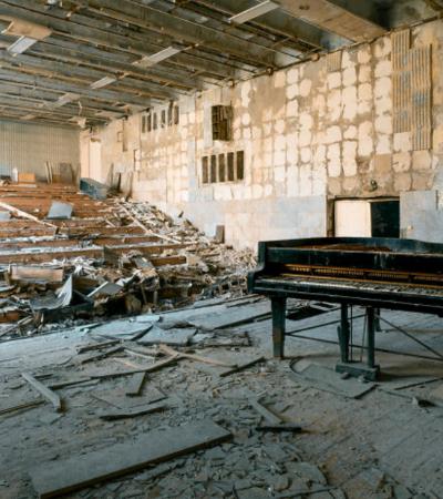 Fotógrafo viaja à Chernobyl em busca de pianos esquecidos