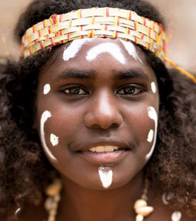 Ele viajou o mundo nos últimos 10 anos fotografando povos nativos de diversas localidades