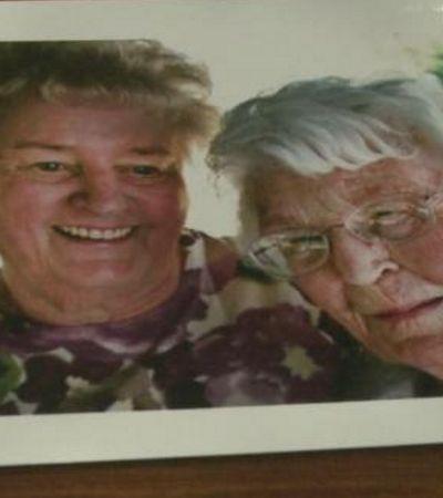 Aos 95 anos, duas amigas celebram a amizade de 84 anos com vinho