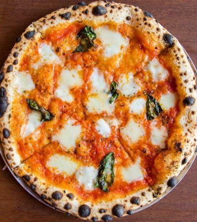 Pizzaria de SP doa R$ 1 por pizza para Pimp My Carroça em ação de Dia da Pizza