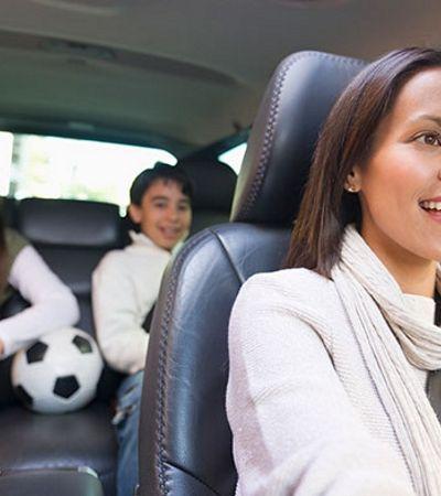 Empresa aposta em 'mãetoristas' para transportar crianças com segurança