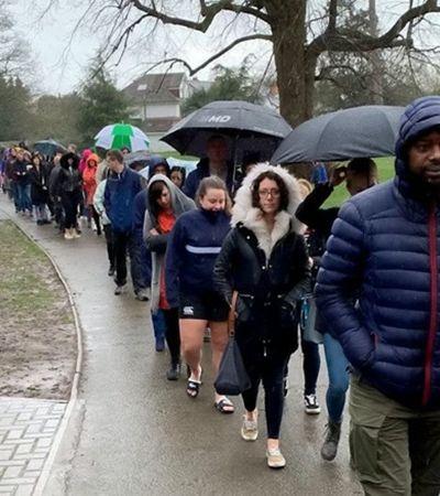 5 mil pessoas enfrentam fila e chuva para doar medula a menino com câncer