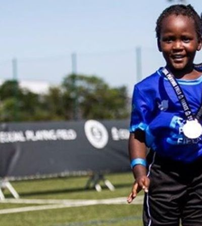 Mulheres de 54 países se unem para bater recorde e jogar futebol na França