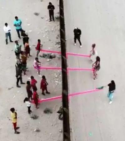 Arquiteto cria gangorra na fronteira EUA-México para crianças brincarem juntas
