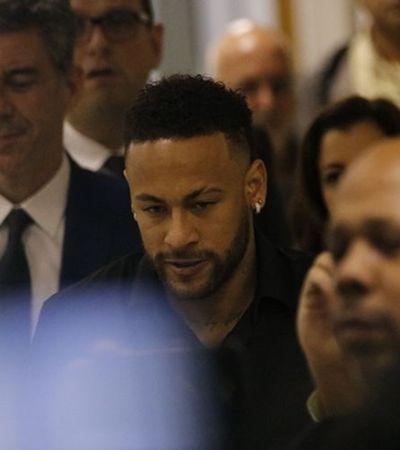 Estratégia de Neymar de vazar fotos pode livrá-lo de crime virtual